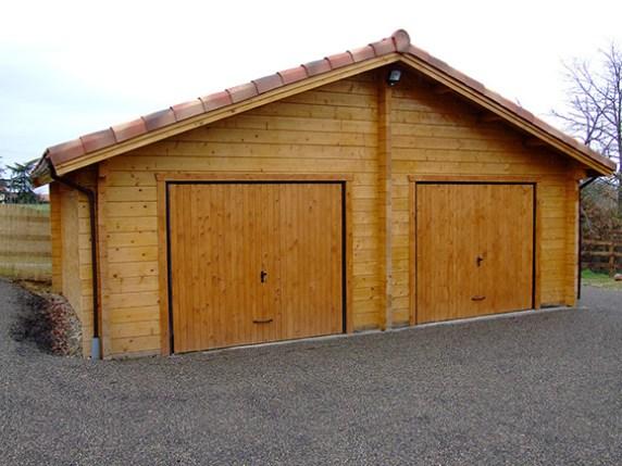 Garage double en bois massif - Roumanie