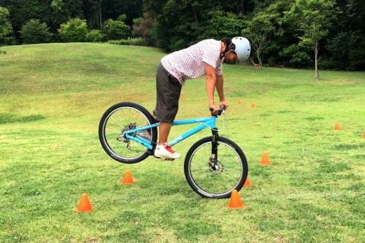 私塾での一幕。自転車貸し出しのためフォークをサスにしてみた