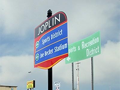 Joplin installs new wayfarer signs
