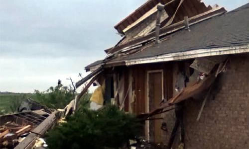 1 killed, dozens of homes damaged by tornado in Elk City