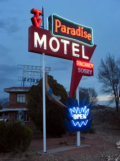 Signs at Paradise Motel in Tucumcari removed