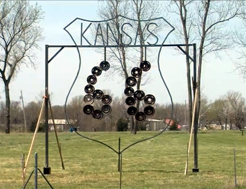 Route 66 sculpture created by students erected in Riverton