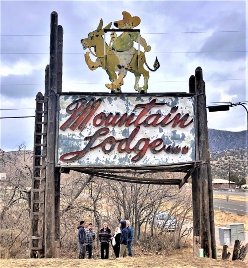 Mountain Lodge sign near Albuquerque endangered; locals hope to find a new site for it