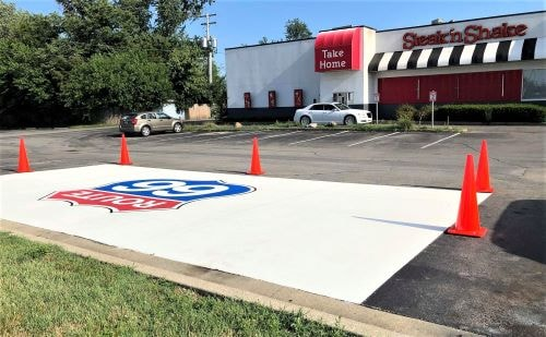 Steak 'n Shake uses Route 66 shield in conjunction with its revived car-hop service