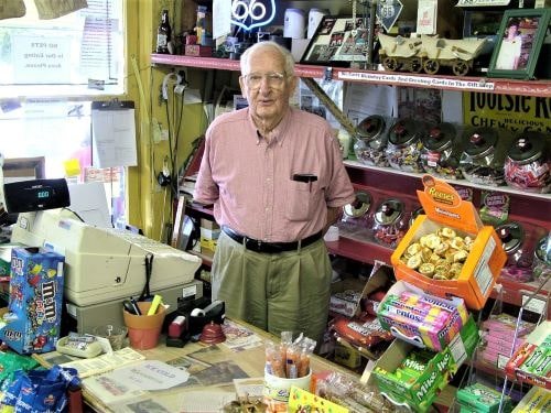 Forrest Nelson, a longtime clerk and friendly face at Old Riverton Store, dies at 98