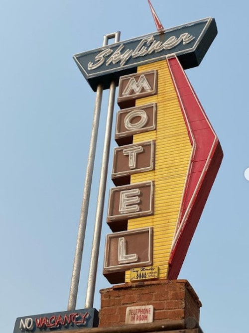 Route 9 Signs makes a detailed miniature of Skyliner Motel sign in Stroud