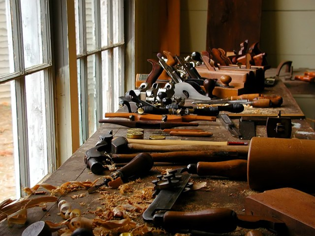 ... on which brands of woodworking equipment , tools and machinery to use