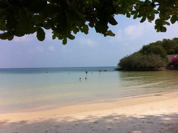 The beach of Ao Wong Duean, Ko Samet beaches photo tour