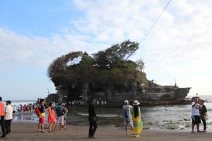 Walking to Pura Tanat Lot, Bali