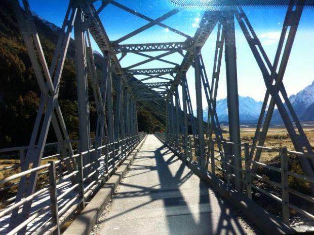 A narrow Tasman Valley bridge