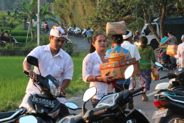Driving from Mount Batur to Sanur: Saturday night in Bali