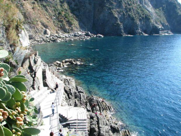 Hiking Cinque Terre Trails to Riomaggiore beach