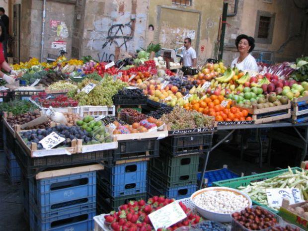Tuscany scenic drive Pisa vegetable market