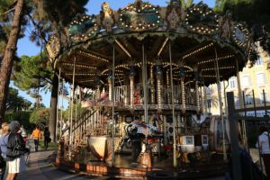 Nice in one day, Promenade des Anglais carousel