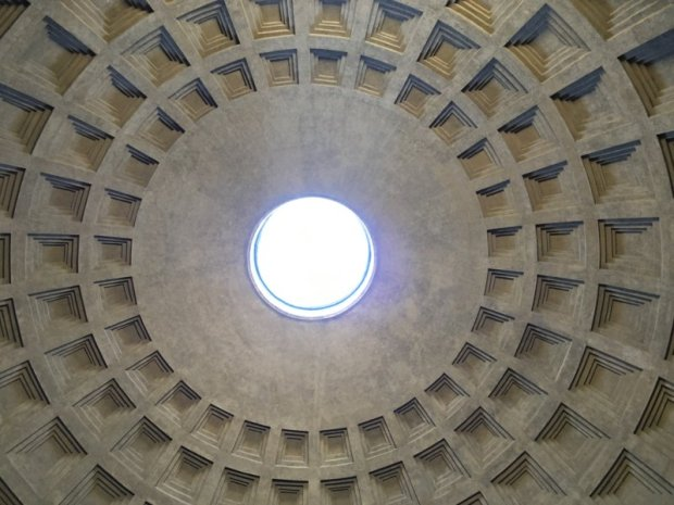 Top 10 Sights in Rome: the Pantheon and its oculus