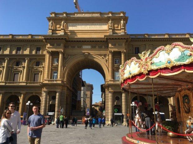 Florence in one day: Piazza della Repubblica