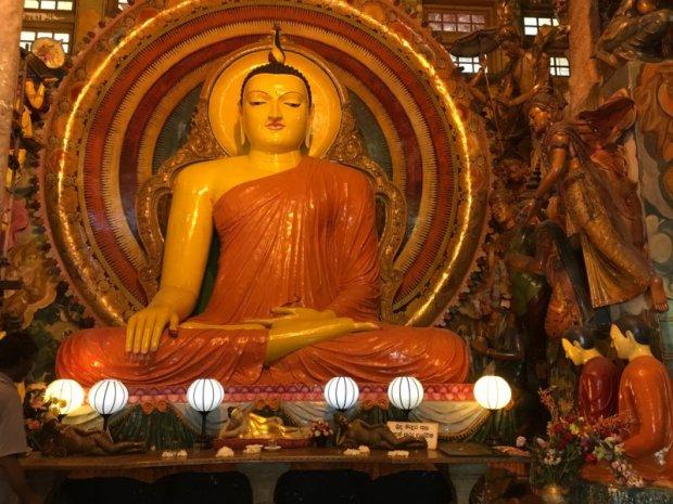 Gangaramaya Temple statue, Colombo