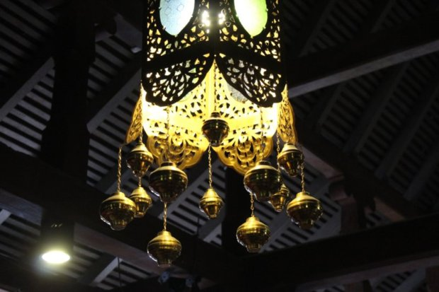 Temple of the Tooth lamp