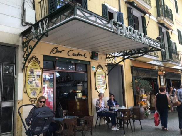 Avinguda Jaume III Bar Central