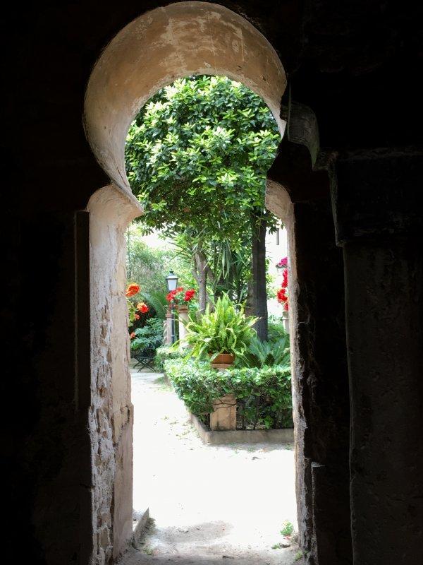 Banys Arabs horseshoe door, Palma de Mallorca