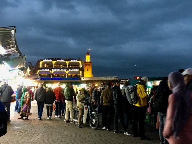 Jemaa el-Fna: watching shows and meeting friends