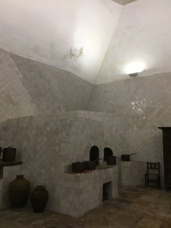 Palaces of Sintra by bus: National Palace kitchen and chimney