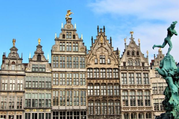 Guildhouses and Brabo fountain, Antwerpen Grote Markt