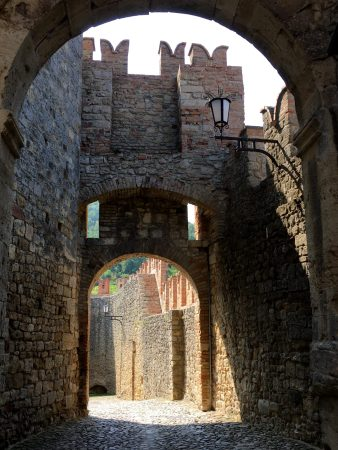 I borghi piu belli d'Italia, Vigoleno gate