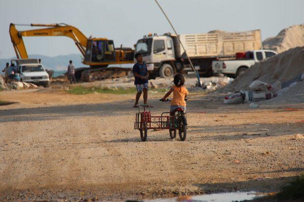he Thai fishing village on poles keeps growing