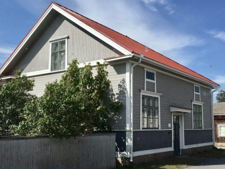Ostrobothnia road trip in a motorhome: wooden house in Kaskö
