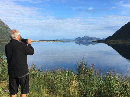 Drive through the Lofoten Islands: stopping for photos