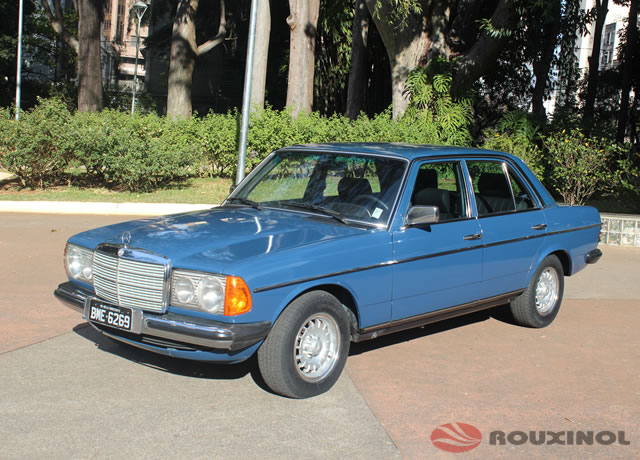 Mercedes Benz azul