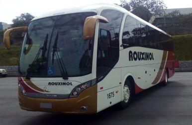 Ônibus Executivo, 46 passageiros assentados, Ar-Condicionado, poltronas soft, 02 tvs, dvd, cd, geladeira, microfone, toalhete, cinto de segurança.