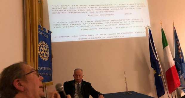 L'ambasciatore Giulio Prigioni nella sede del Rotary di Rovato, foto da pagina Facebook Comune