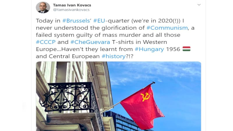 Αγανάκτησε ο Ούγγρος πρέσβης βλέποντας την κόκκινη σημαία σε μπαλκόνι στις Βρυξέλλες