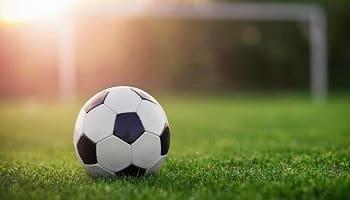 «Πόλεμος» ποδοσφαιρικός – κλωτσοσκούφι πολιτικό