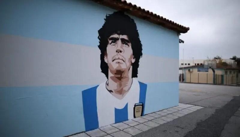 Αφαιρούν γκράφιτι του Μαραντόνα από σχολείο γιατί δεν είναι καλό... πρότυπο