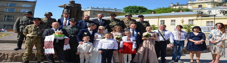 Γάμος με στολές της ...Βέρμαχτ στην Ουκρανία