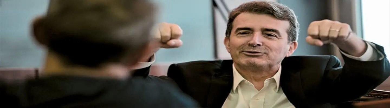 Γιατί χαίρεται και χαμογελά ο υπουργός, πατέρα;