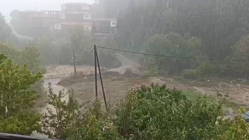Θεσσαλία: Δύο νεκροί και 3 αγνοούμενοι - Μεγάλες καταστροφές