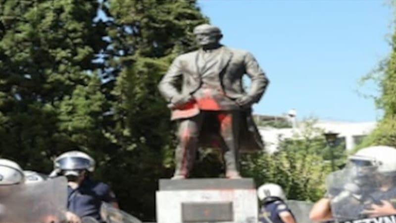 Η ιστορία ενός ...ασταθούς αγάλματος