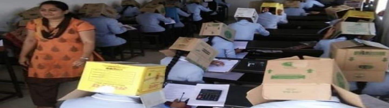 Ινδία: Μαθητές ιδιωτικού κολεγίου φορούν κούτες για να μην αντιγράφουν