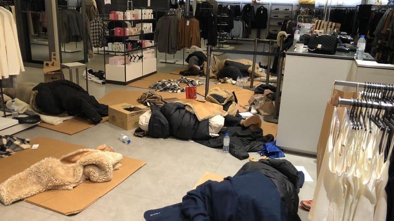 Ισπανία: Υπάλληλοι του Ζara κοιμήθηκαν στο πάτωμα