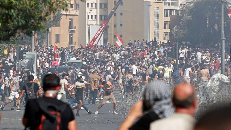 Λίβανος: Εισβολή διαδηλωτών σε υπουργεία «Κάτω η βασιλεία των τραπεζών!»