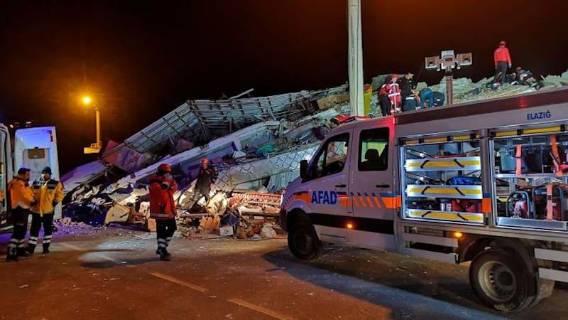 Μήνυμα αλληλεγγύης από ΠΑΜΕ και ΚΚΕ για τον σεισμό στην Τουρκία