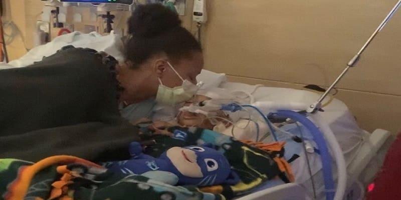 Μητέρα πίστεψε στα «γιατροσόφια» αντιεμβολιαστών κι έχασε τον 4χρονο γιο της