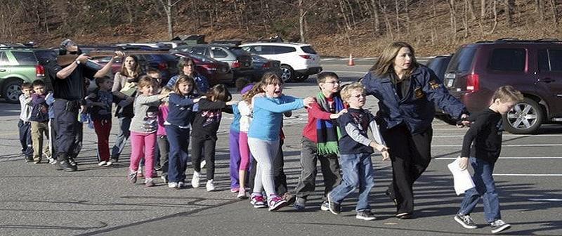 Δημοτικό Σχολείο Σάντι Χουκ: 27 νεκροί