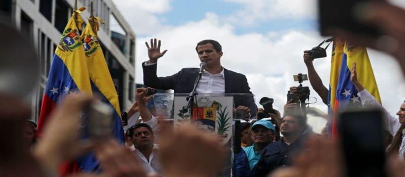 Ο «διαβολικά καλός» Τραμπ κάνει πραξικόπημα στη Βενεζουέλα