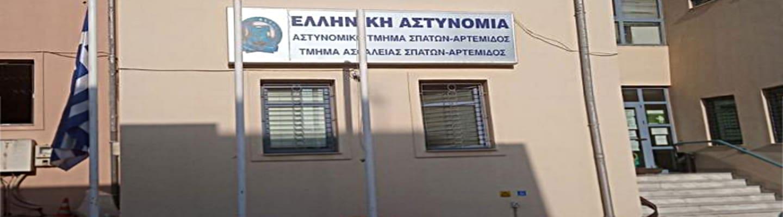 Σύλληψη στελέχους ΚΚΕ γιατί έσβηνε συνθήματα φασιστών έξω από σχολείο