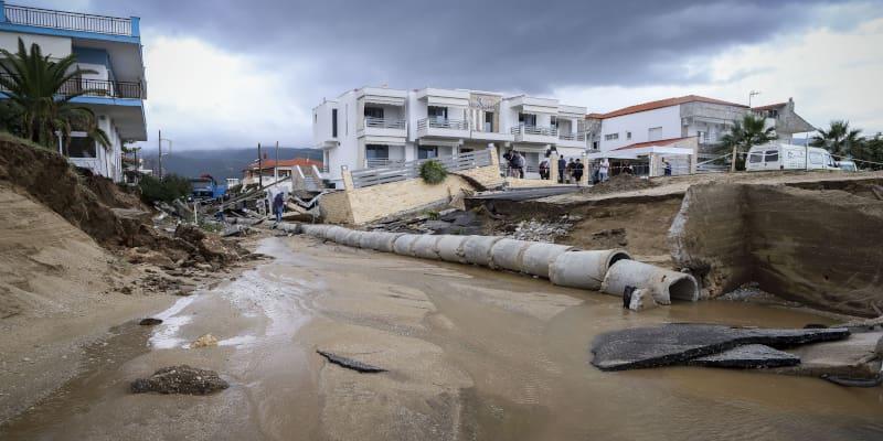 Βρασνά: Πλημμύρισαν αλλά άκρα του τάφου σιωπή